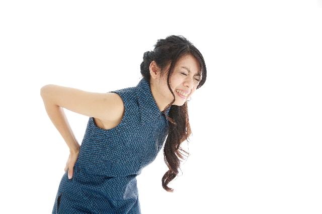 寝ながらできる腰痛に効くストレッチとツボ押し方法。