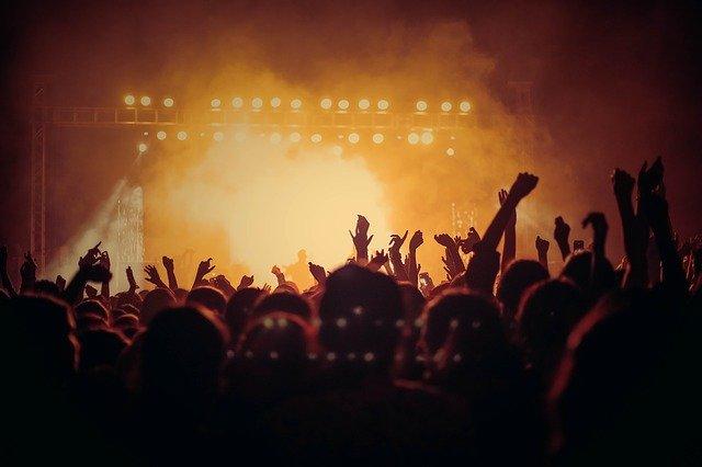 3.11に福島県でライブを行うACIDMAN。代表曲は赤橙ですが、どういうバンドなのでしょうか?