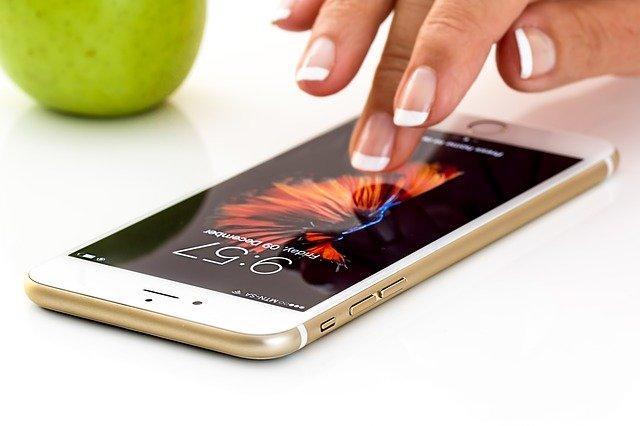 ZoomはiPhoneやAndroidスマホでもバーチャル背景(仮想背景)が使える?設定方法と対応機種は?